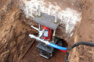 Lift cylinders were used to put the foundation back to original position.